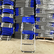 蓝色折叠椅